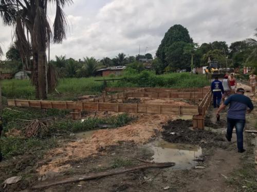 Fiscalização da Prefeitura retira foco de invasão do Santa Etelvina, em Manaus