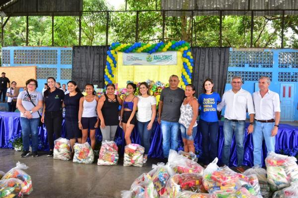 'Natal dos Ribeirinhos' leva mais de 10 toneladas de alimentos para região do Uatumã