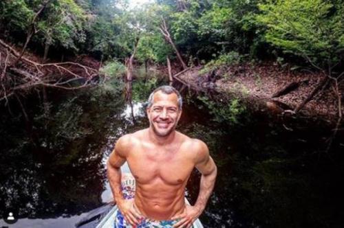 Malvino Salvador curte hotel de selva, em Novo Airão (AM)