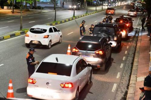 Detran-AM flagra 56 motoristas alcoolizados em oito horas de operação; nove são presos