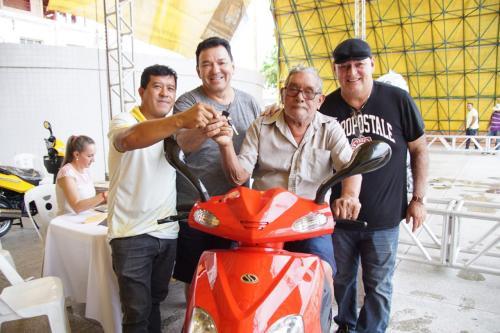 Prefeitura de Parintins entrega motos 0 km e TVs em sorteio do IPTU premiado