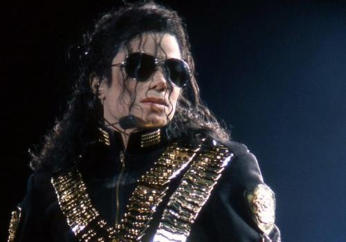 Michael Jackson deseja 'Feliz Ano Novo' no Twitter e web vai à loucura