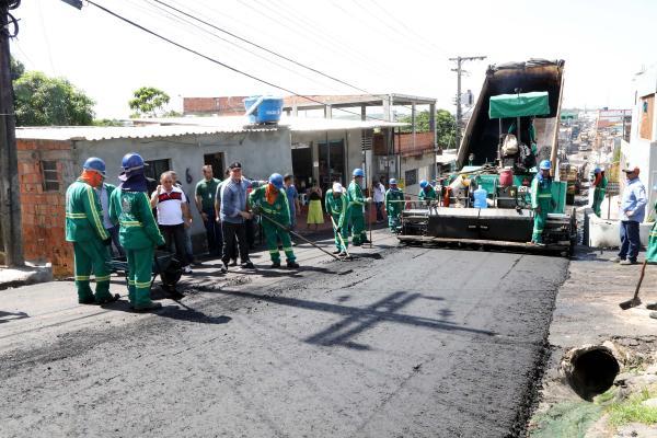'Requalifica 2' faz recuperação viária no Armando Mendes, em Manaus