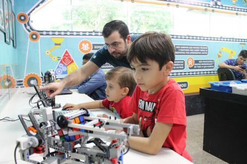 Oportunidade para crianças aprenderem robótica mesmo sem saber ler e escrever