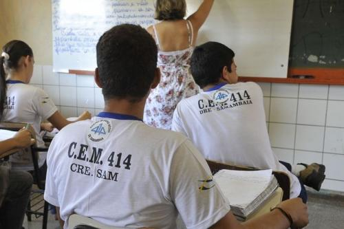 Capes oferece 60 mil bolsas para formação de professores