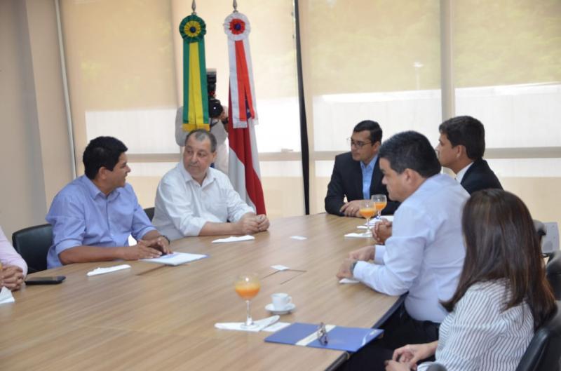 Parintins recebe R$ 16 milhões para asfaltamento e construção de casas populares