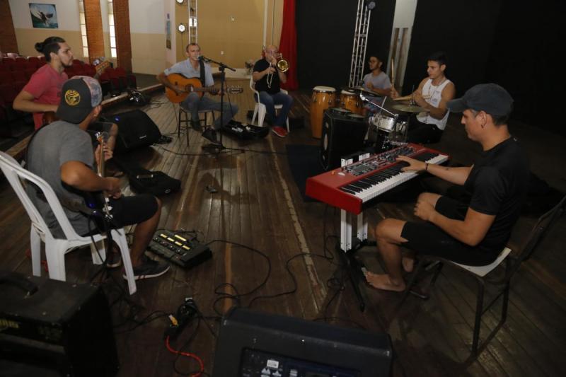 Show 'Imbiara na Amazônia' no palco da Casa da Cultura com Zé Azevedo e Banda