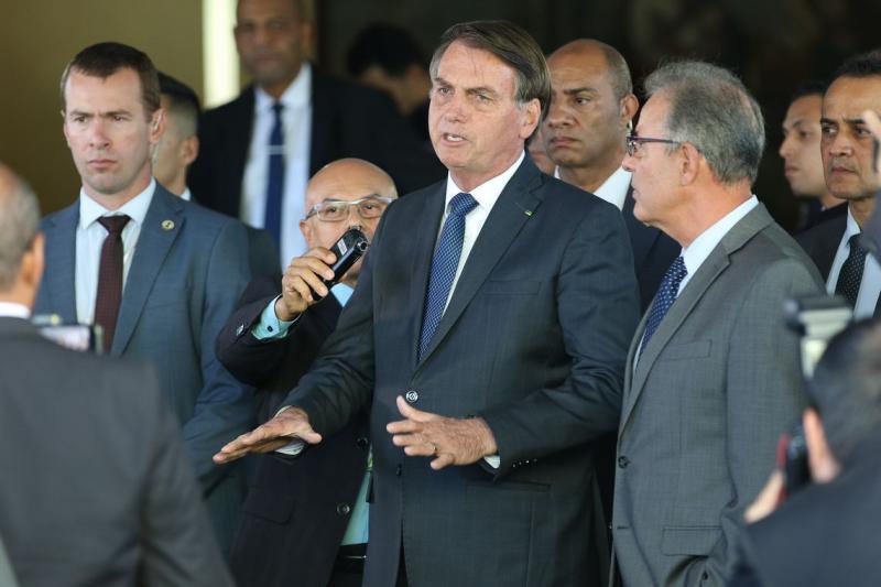 Por questões de segurança, Bolsonaro cancela ida a Davos