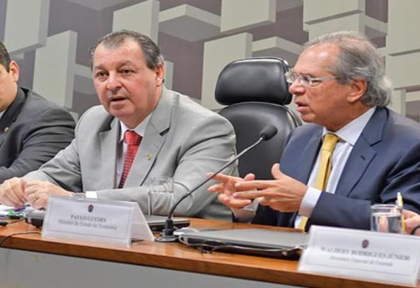 Após IPI cair para 4%, Omar convoca bancada e vai marcar reunião com Guedes