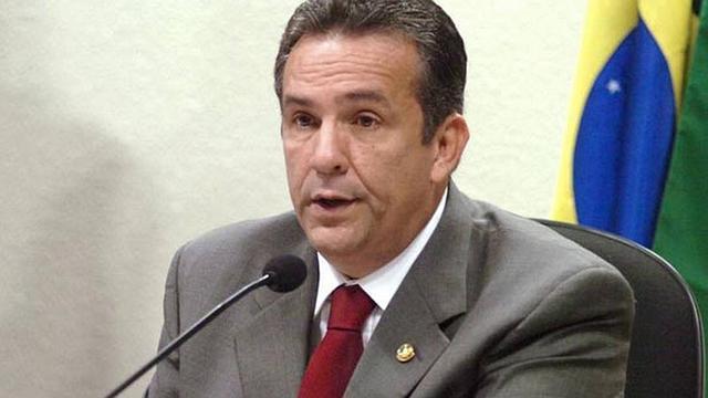 Juíza revoga prisão do ex-senador Luiz Otávio Campos