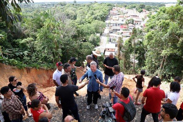'Perigo não existe mais', diz prefeito sobre obra de contenção de erosão, em Manaus