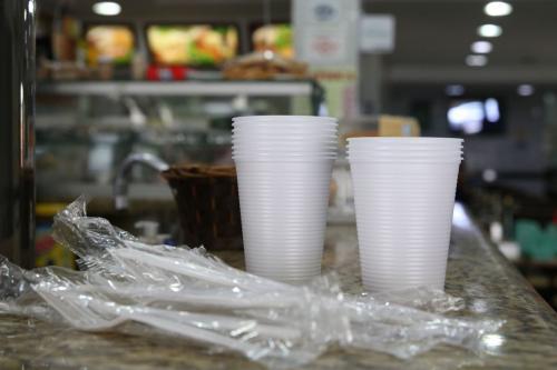 Lei proíbe copos e talheres de plástico na capital paulista