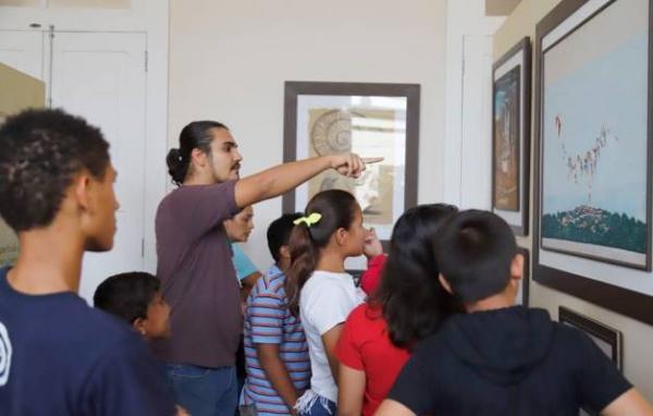 Museu da Cidade recebe visita de crianças e adolescentes do Janell Doylle