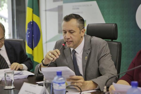 """Bolsonaro decide demitir secretário de Cultura após discurso """"nazista"""""""