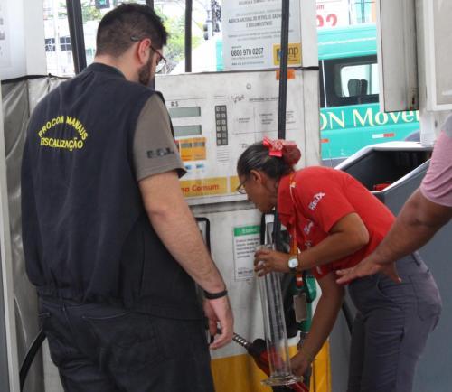 Prefeitura de Manaus autua dois postos de combustíveis por preços abusivos