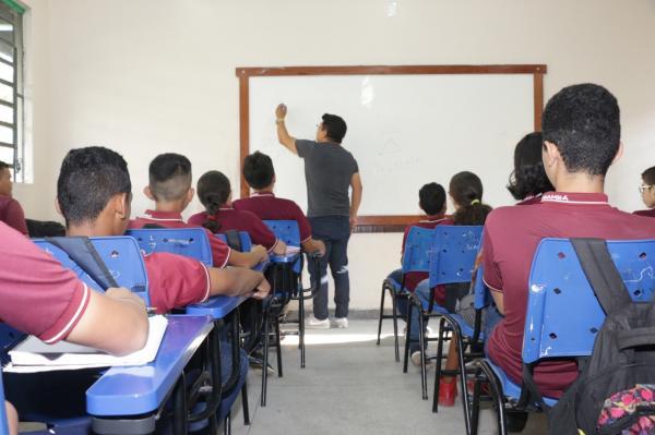 Convocação de professores concursados garante ano letivo sem desfalque no AM