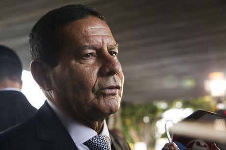 Bolsonaro determina criação de Conselho da Amazônia