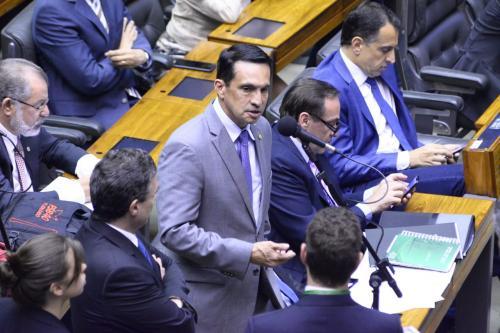 Sidney rechaça Guedes: 'ribeirinhos protegem a floresta sem apoio do governo'