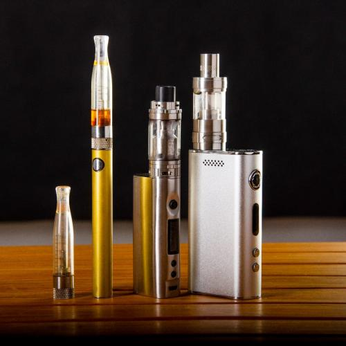 Cigarro eletrônico quadruplica chances de jovens procurarem cigarros convencionais