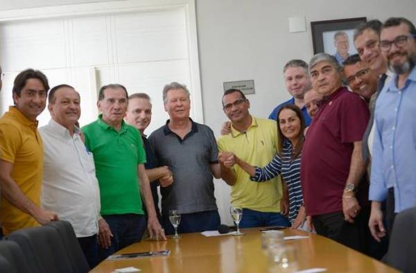 Prefeito anuncia frota de 300 novos ônibus, reformas de terminais e novas estações