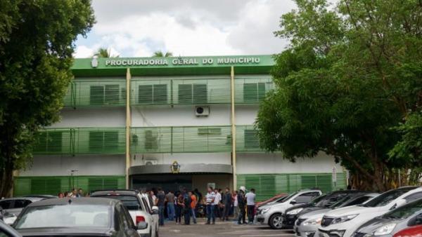 Procuradora aposentada é baleada em assalto à sede da Prefeitura de Manaus