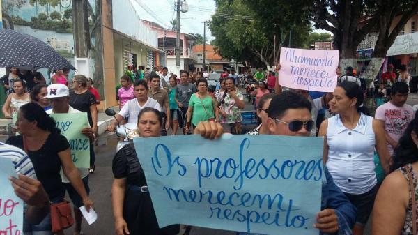 Professores de Nhamundá reivindicam que prefeito pague reajuste de 12,84% do Fundeb