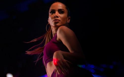 [Anitta rebate proposta de Regina Duarte: