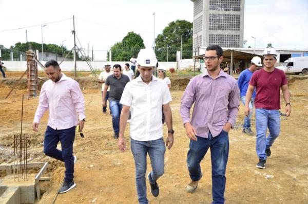 Quatro principais obras em Maués estão em processo de finalização, diz prefeito