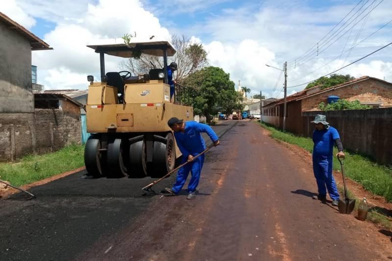 Helder posta vídeo de pavimentação de rodovias em Óbidos, Alenquer, Oriximiná e Monte Alegre