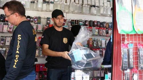 Operação 'Off-Line 4' é deflagrada para coibir comércio ilegal de celulares, em Manaus
