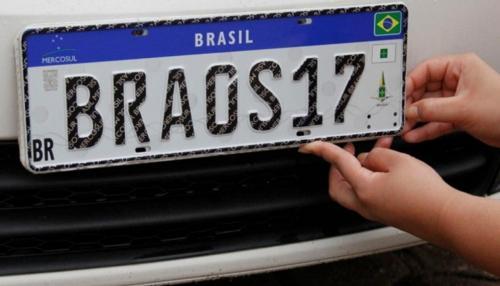 Placas com padrão do Mercosul entram em vigor hoje (31) em todo o país