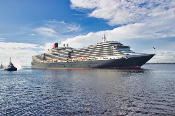 Maior navio da temporada chega a Manaus com quase três mil turistas
