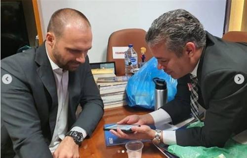 Presidente da ALE/AM demite auxiliares para agasalhar 'pessoal' de Menezes