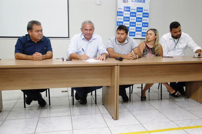 Nélio assina Ordem de Serviço para adequação da sala de tomografia do Hospital de Santarém