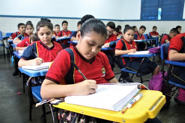 Mais de 240 mil alunos iniciaram as aulas nesta quarta-feira (5), em Manaus