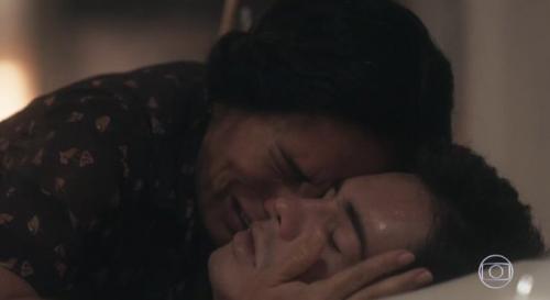 Glória Pires é exaltada na internet após cena da morte do filho Carlos, em 'Éramos Seis'