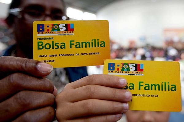 Bolsonaro congela Bolsa Família em 200 municípios e fila chega a 1 milhão