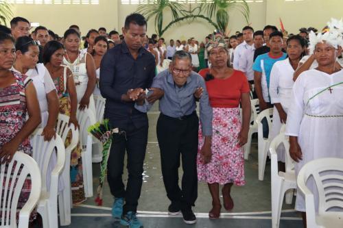 Indígena de 100 anos oficializa matrimônio em casamento coletivo no interior do AM