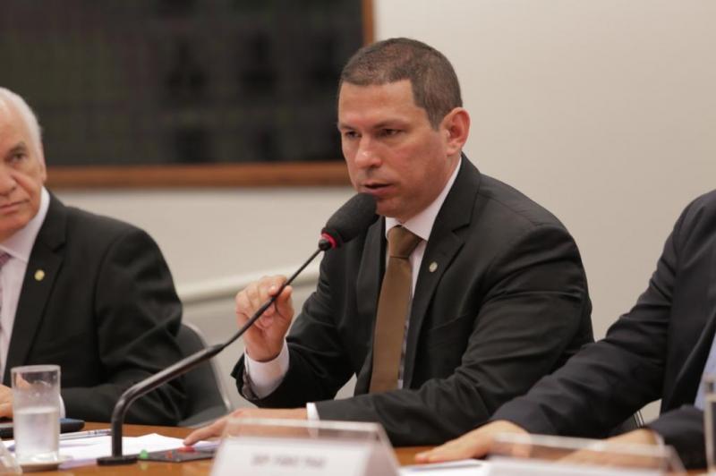 Comissão que analisa 13º Bolsa Família e do BPC permanente tem relatório apresentado