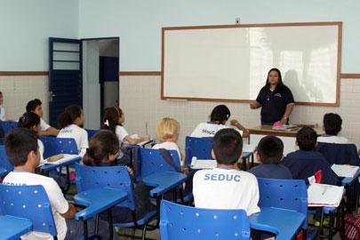 Seduc/AM inicia convocação de professores aprovados no Processo Seletivo