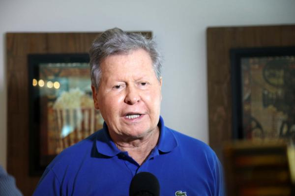 Arthur assina termo aditivo para renovação da frota de ônibus de Manaus