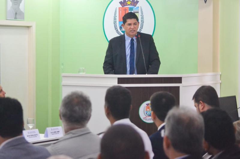 Em leitura da mensagem anual, Bi Garcia enfatiza investimentos da Prefeitura de Parintins
