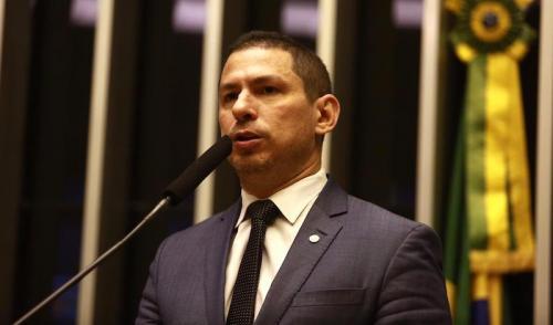 Minha Casa, Minha Vida está com 79 mil imóveis paralisados, denuncia Marcelo Ramos