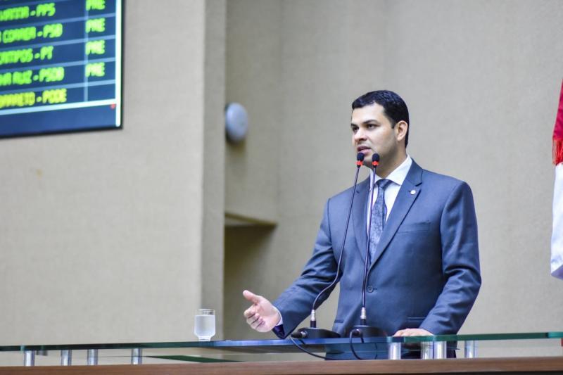 Obras do sistema viário de Urucará estão 88% concluídas, diz Saullo Vianna