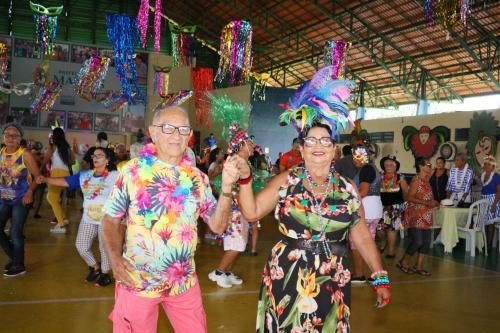Mais de 3 mil foliões participam da 17ª edição do Carnaidoso, em Manaus