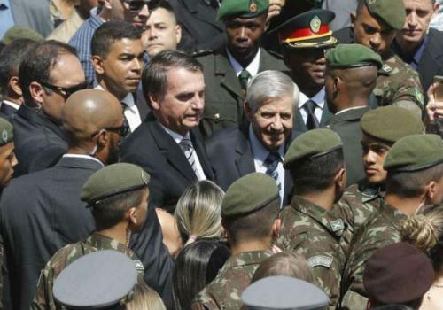 Brasil tem, proporcionalmente, mais militares ministros do que a Venezuela
