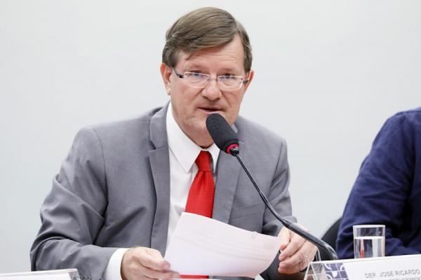 Zé Ricardo pede que MP e Moro investiguem convocação de Bolsonaro