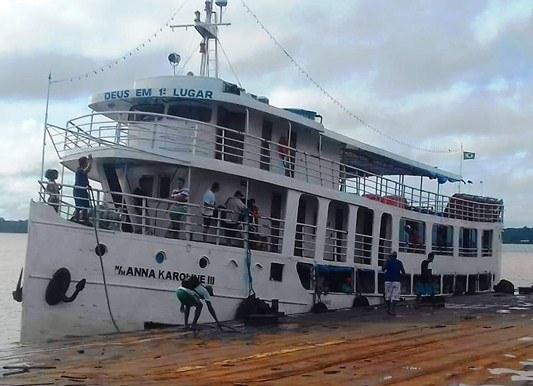 Navio Anna Karoline 3 naufraga com 60 passageiros
