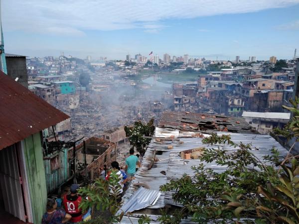 Governador entrega indenizações a famílias vítimas do incêndio no Educandos nesta quinta (5)