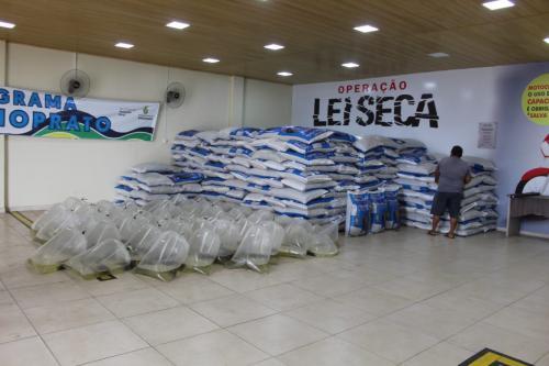 Piscicultores de Manacapuru recebem mais 15 toneladas de ração
